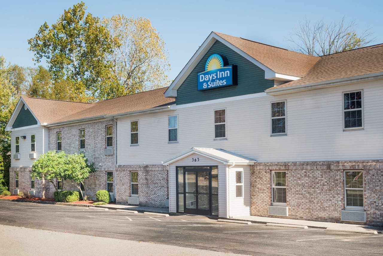 Days Inn & Suites Sellersburg in Louisville, Kentucky