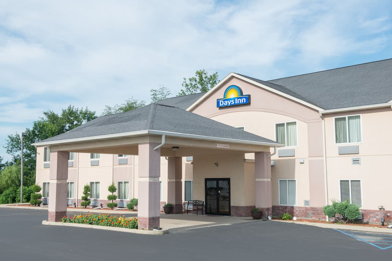 Days Inn Sullivan in Robinson, Illinois