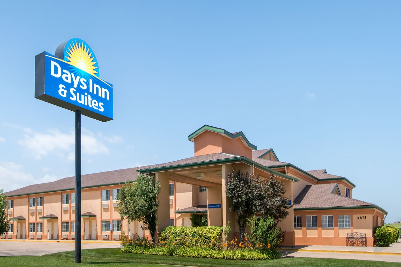 Days Inn & Suites Wichita in  Wellington,  Kansas