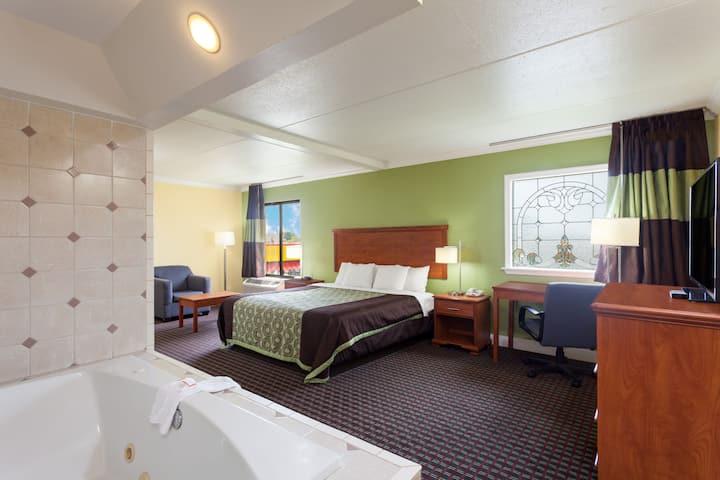 Days Inn Bowling Green suite in Bowling Green, Kentucky
