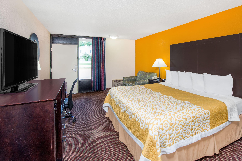 Guest room at the Days Inn Calvert City in Calvert City, Kentucky