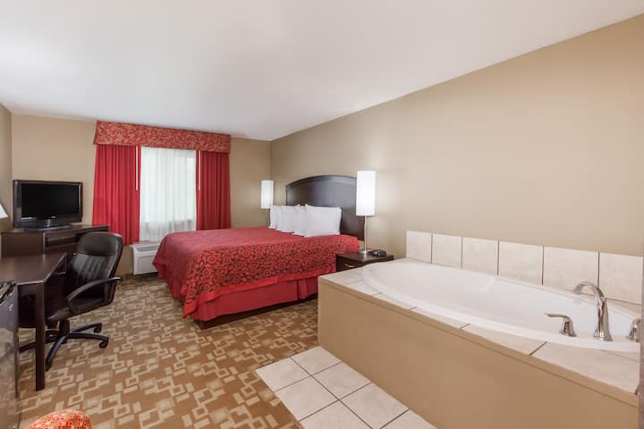 Days Inn Central City suite in Central City, Kentucky