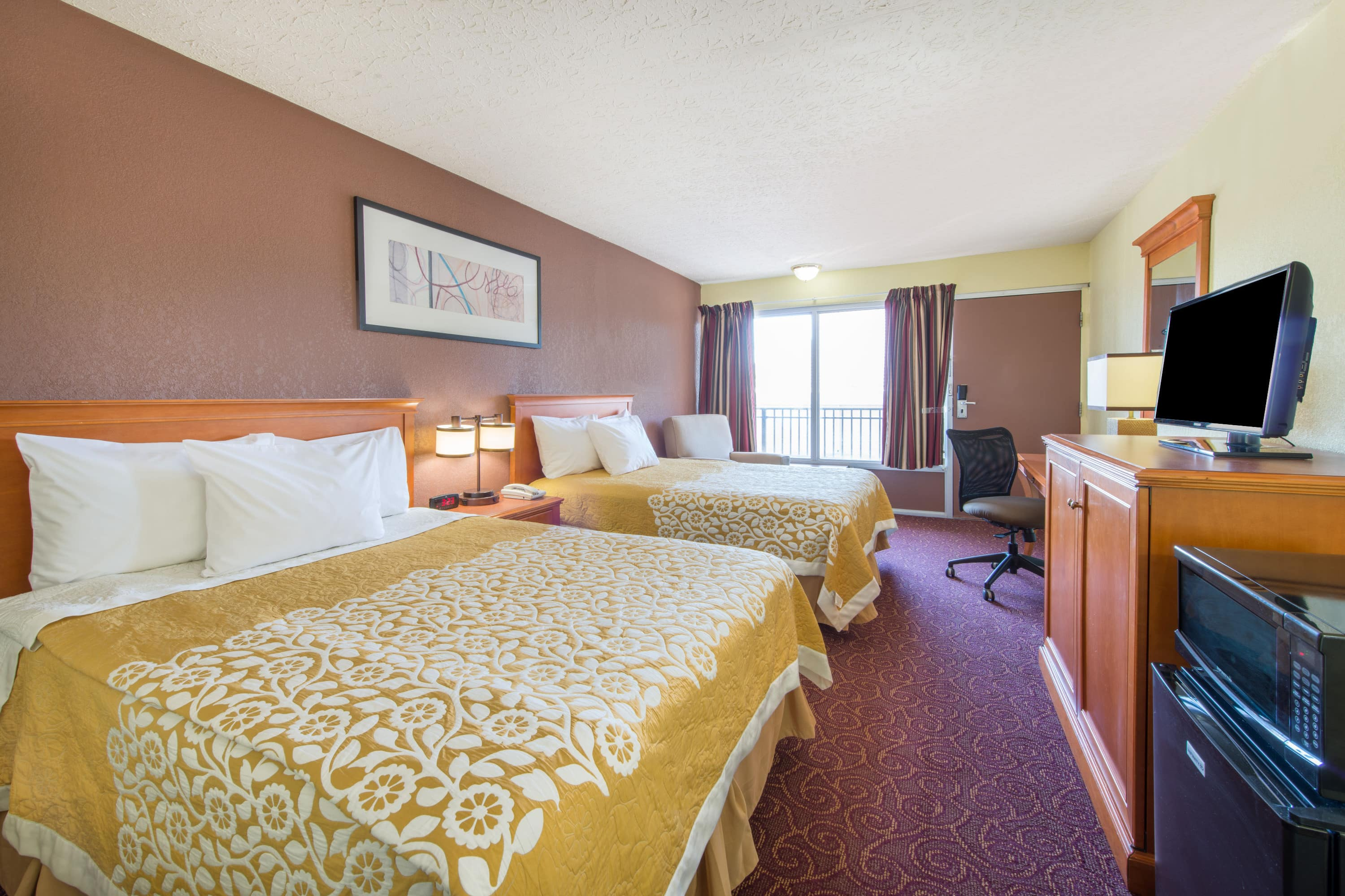 Guest room at the Days Inn Frankfort in Frankfort, Kentucky