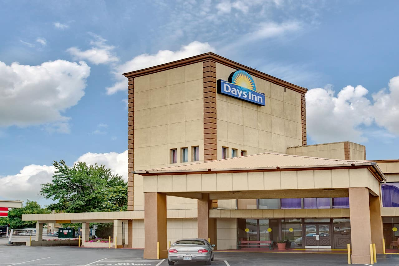 Days Inn Louisville Central University & Expo Center in Corydon, Indiana