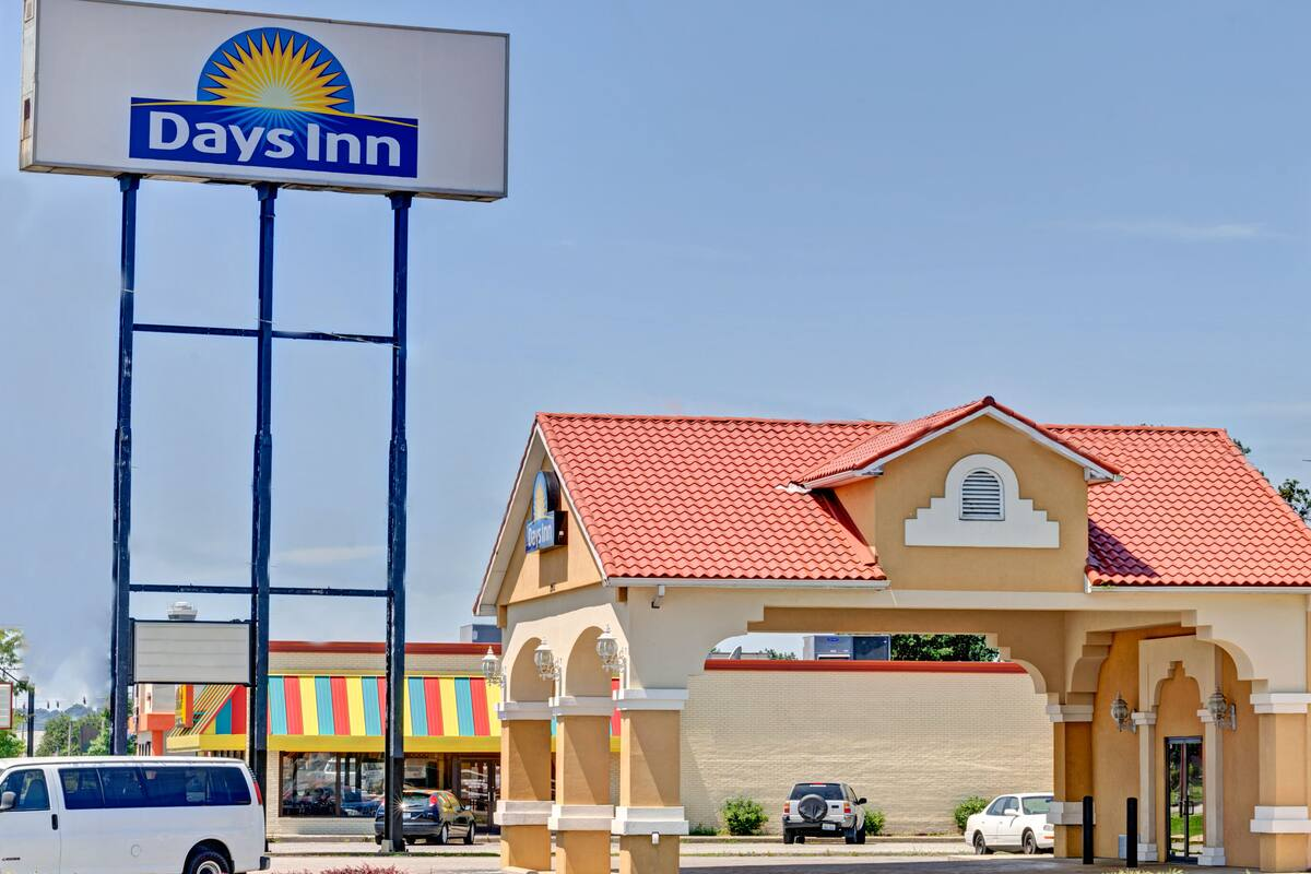 Exterior Of Days Inn Louisville Airport Fair And Expo Center Hotel In Kentucky