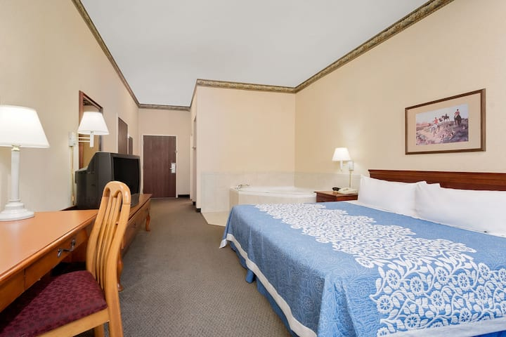 Guest room at the Days Inn West Liberty in West Liberty, Kentucky