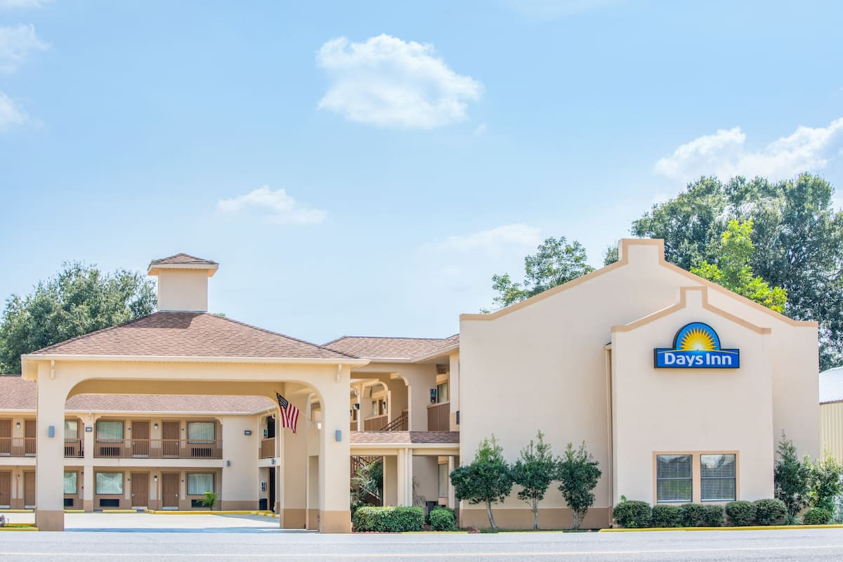 Exterior Of Days Inn By Wyndham Abbeville Hotel In Louisiana