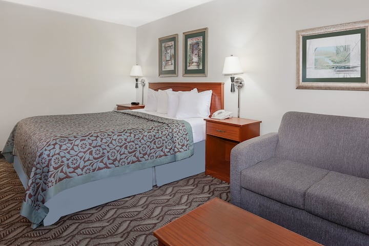 Guest room at the Days Inn Baton Rouge South in Baton Rouge, Louisiana