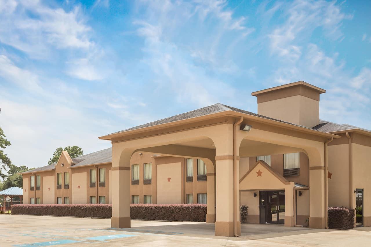 Days Inn & Suites Eunice in  Opelousas,  Louisiana