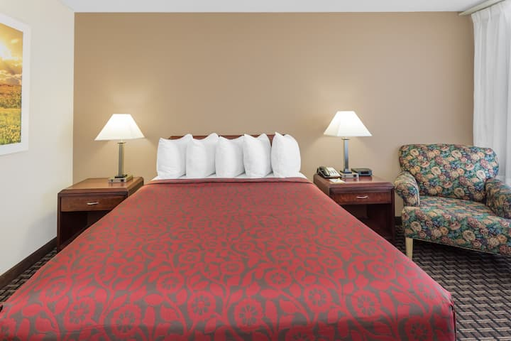 Guest room at the Days Inn Gretna New Orleans in Gretna, Louisiana