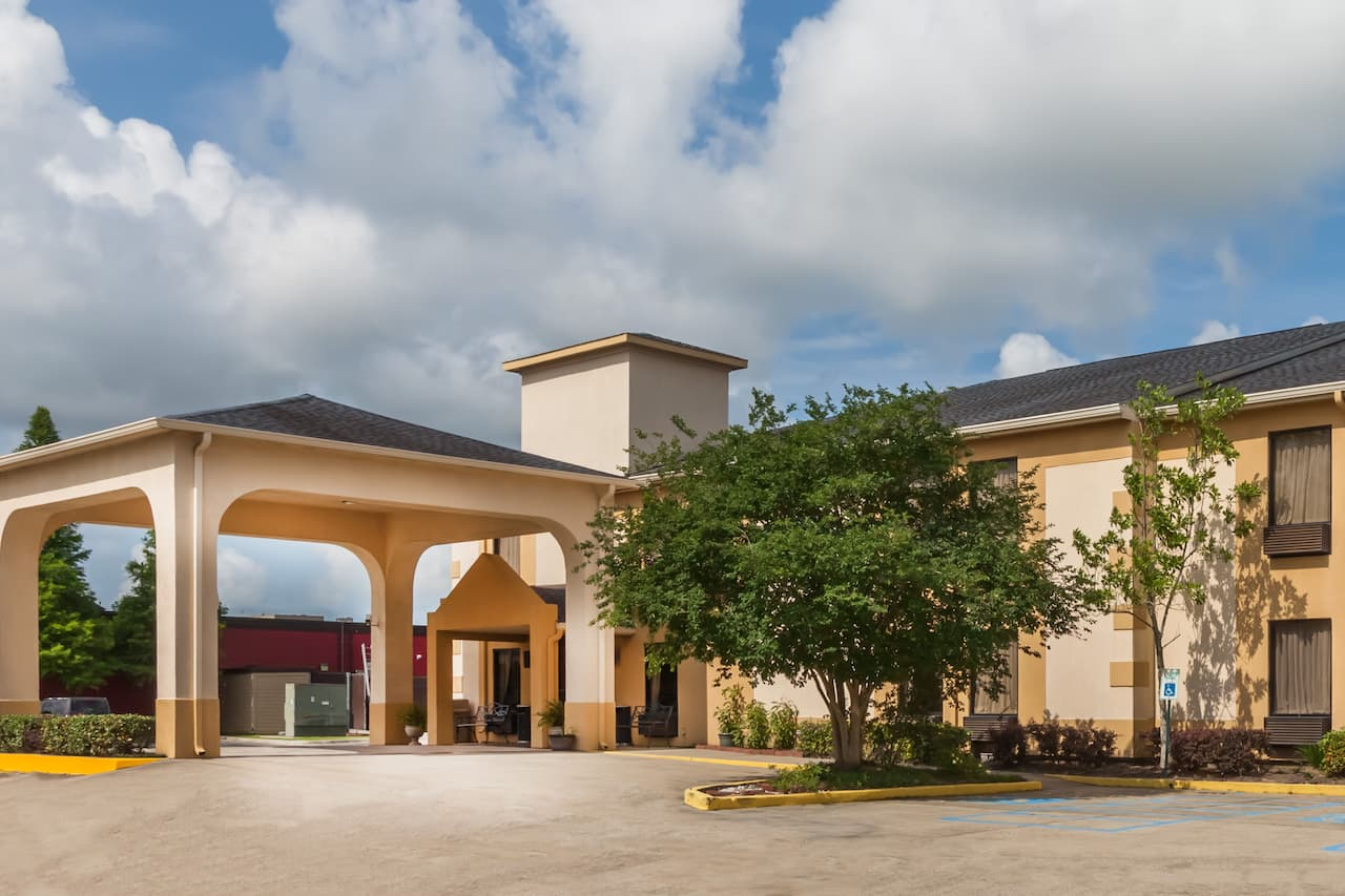 Days Inn & Suites New Iberia in  New Iberia,  Louisiana