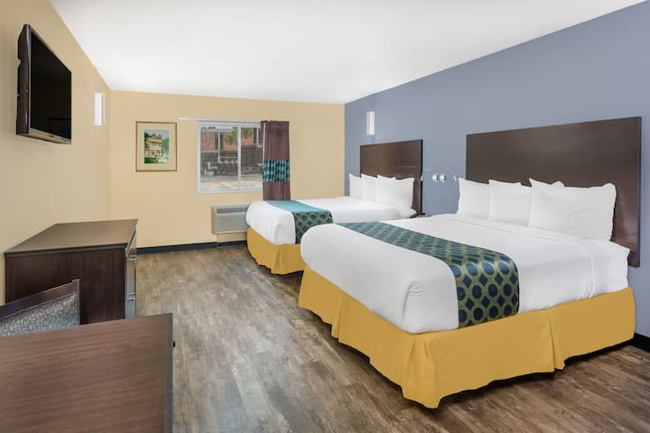 Guest room at the Days Inn New Orleans Pontchartrain in New Orleans, Louisiana