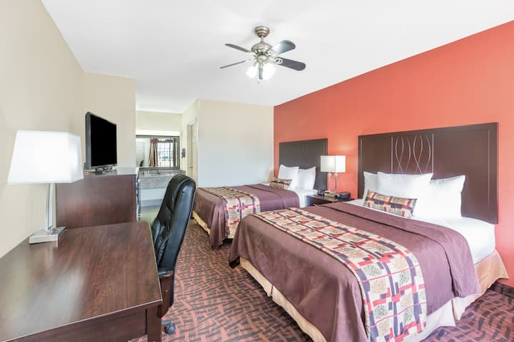 Guest room at the Days Inn Rayville in Rayville, Louisiana