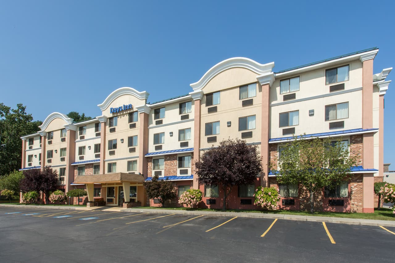 Days Inn Leominster/Fitchburg Area in Bedford, Massachusetts
