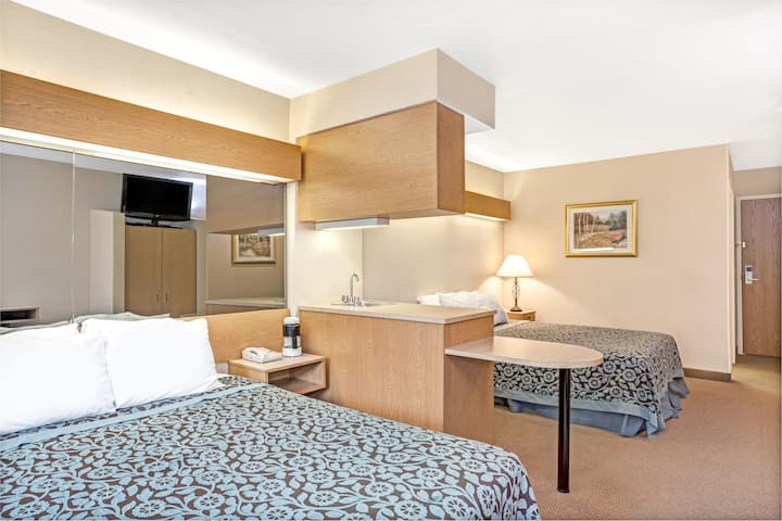 Days Inn Sturbridge suite in Sturbridge, Massachusetts