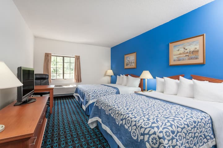 Guest room at the Days Inn & Suites Cambridge in Cambridge, Maryland