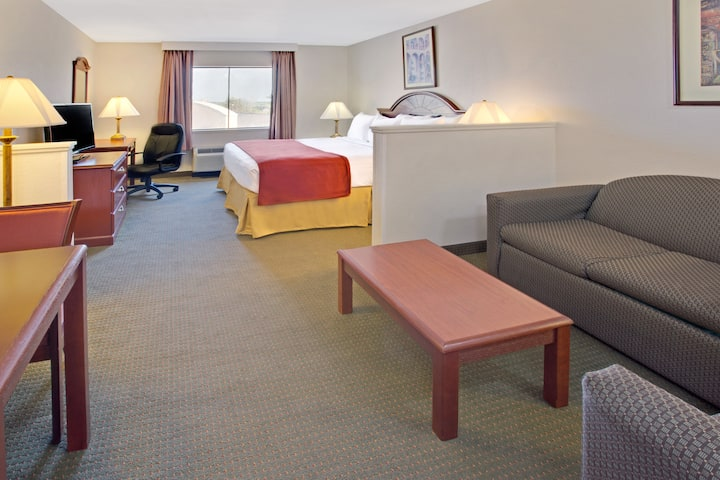 Guest room at the Days Inn & Suites Laurel Near Fort Meade in Laurel, Maryland