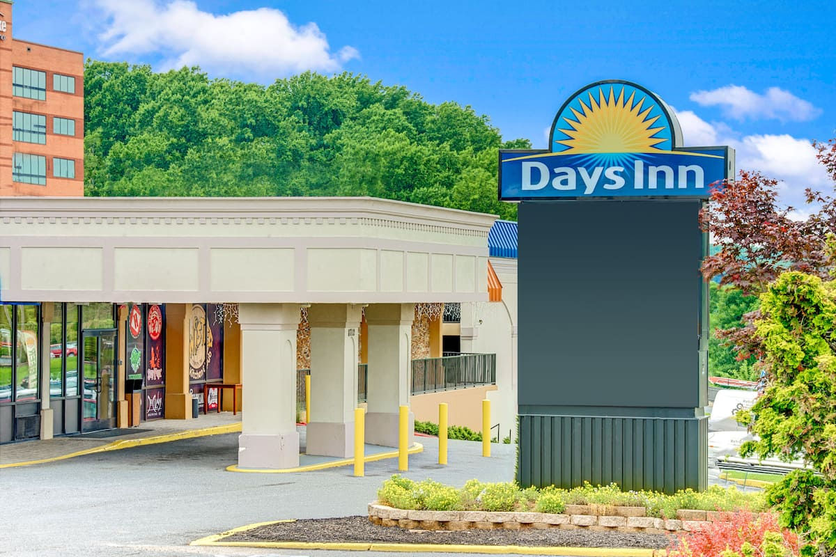 Exterior Of Days Inn Towson Hotel In Maryland