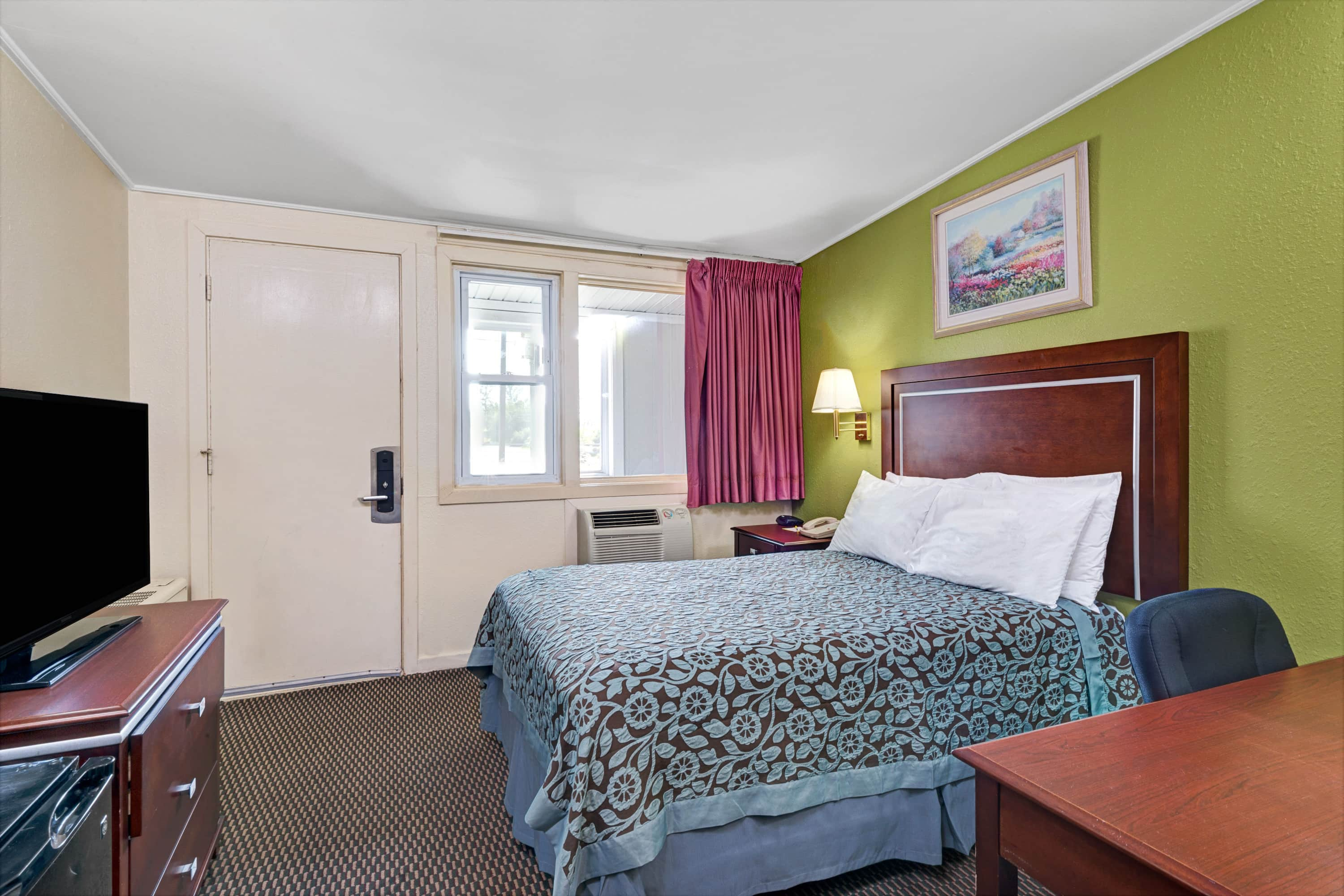 Guest room at the Days Inn Kittery in Kittery, Maine