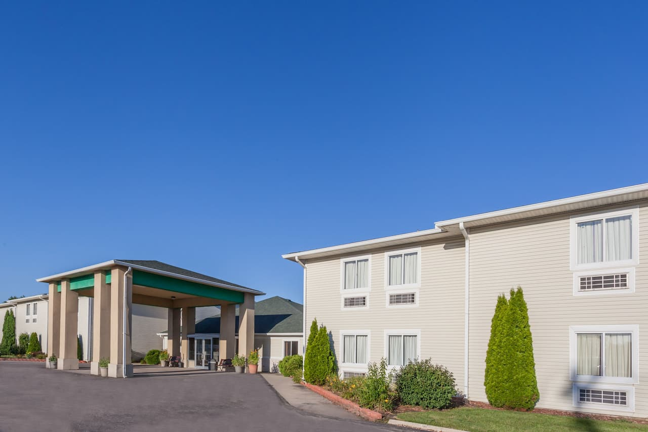 Days Inn & Suites Dundee in Monroe, Michigan