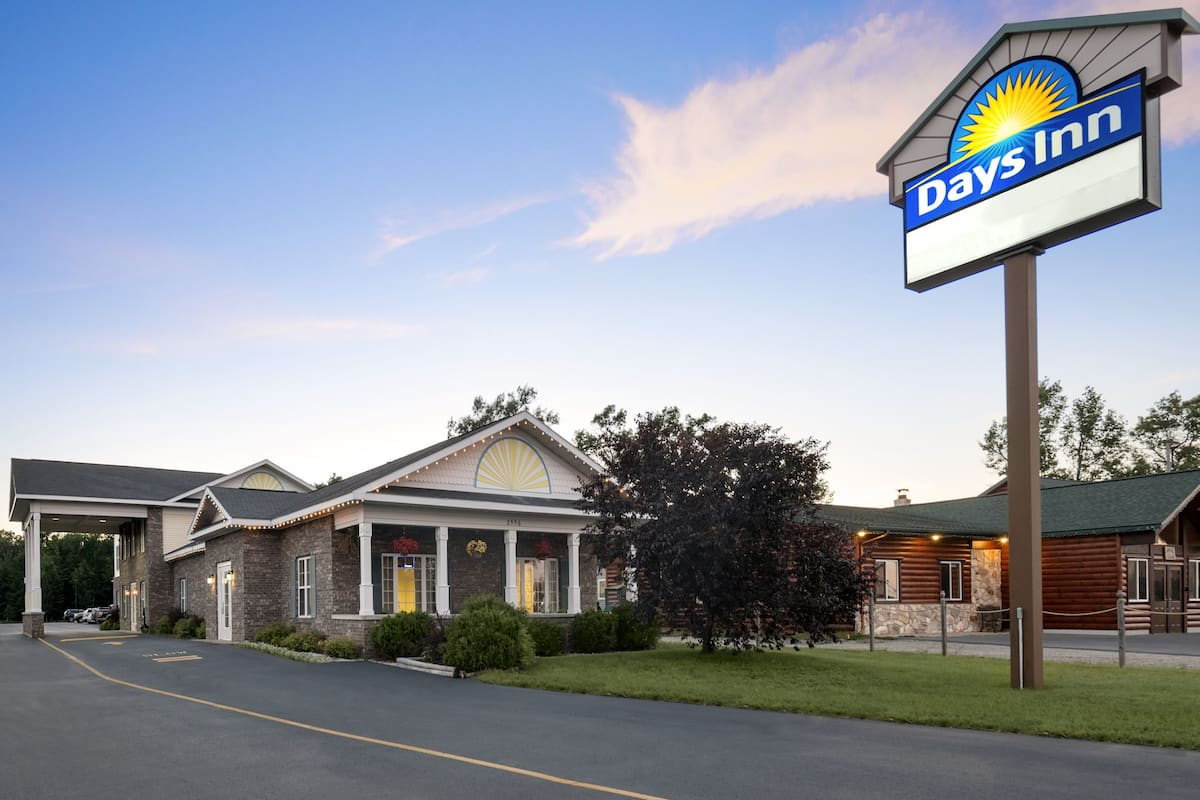 Exterior Of Days Inn Grayling Hotel In Michigan