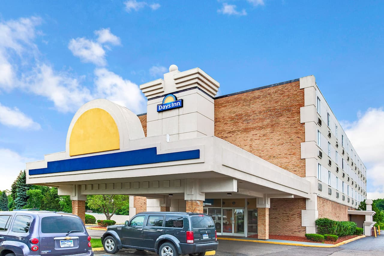 Days Inn by Wyndham Livonia - Detroit in  Windsor,  Ontario