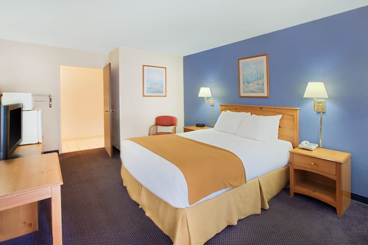 Guest room at the Days Inn & Suites-Mackinaw City-Bridgeview Lodge in Mackinaw City, Michigan