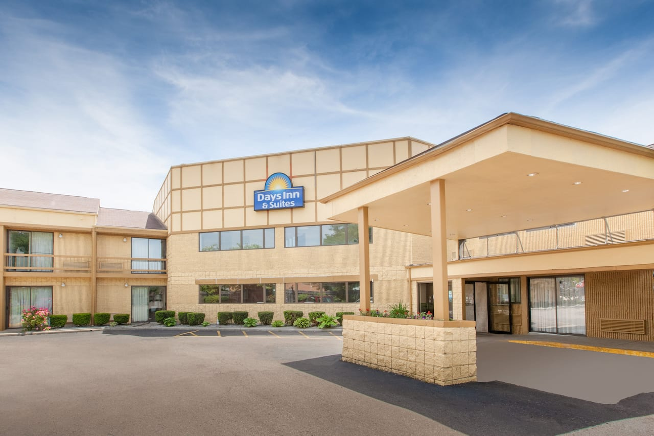 Days Inn & Suites Madison Heights MI in Roseville, Michigan