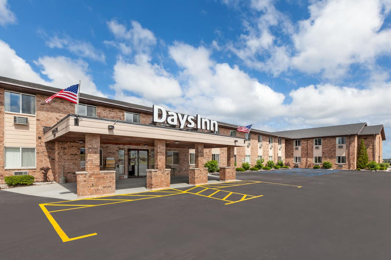 Days Inn Manistee in Scottville, Michigan