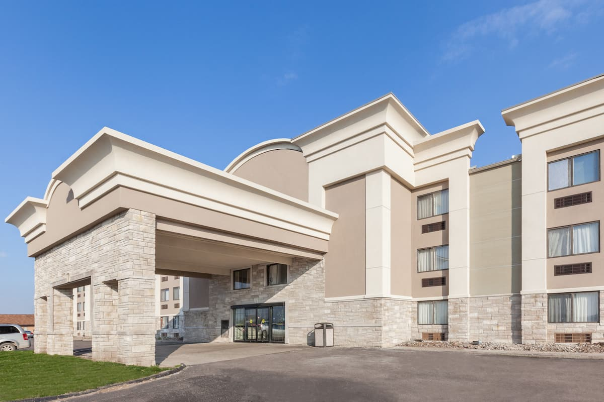 Exterior Of Days Inn By Wyndham Detroit Metropolitan Airport Hotel In Romulus Michigan