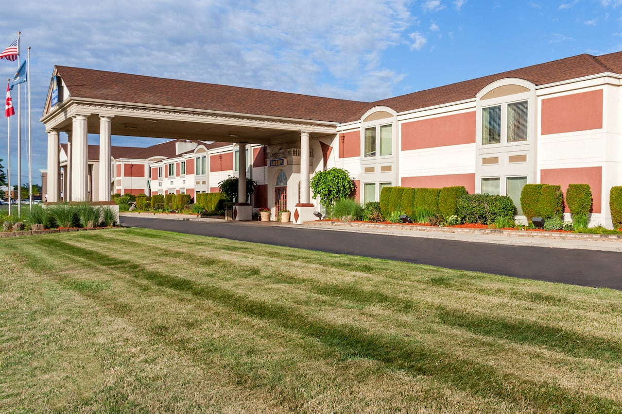 Days Inn & Suites Roseville/Detroit Area in  Wallaceburg,  Ontario