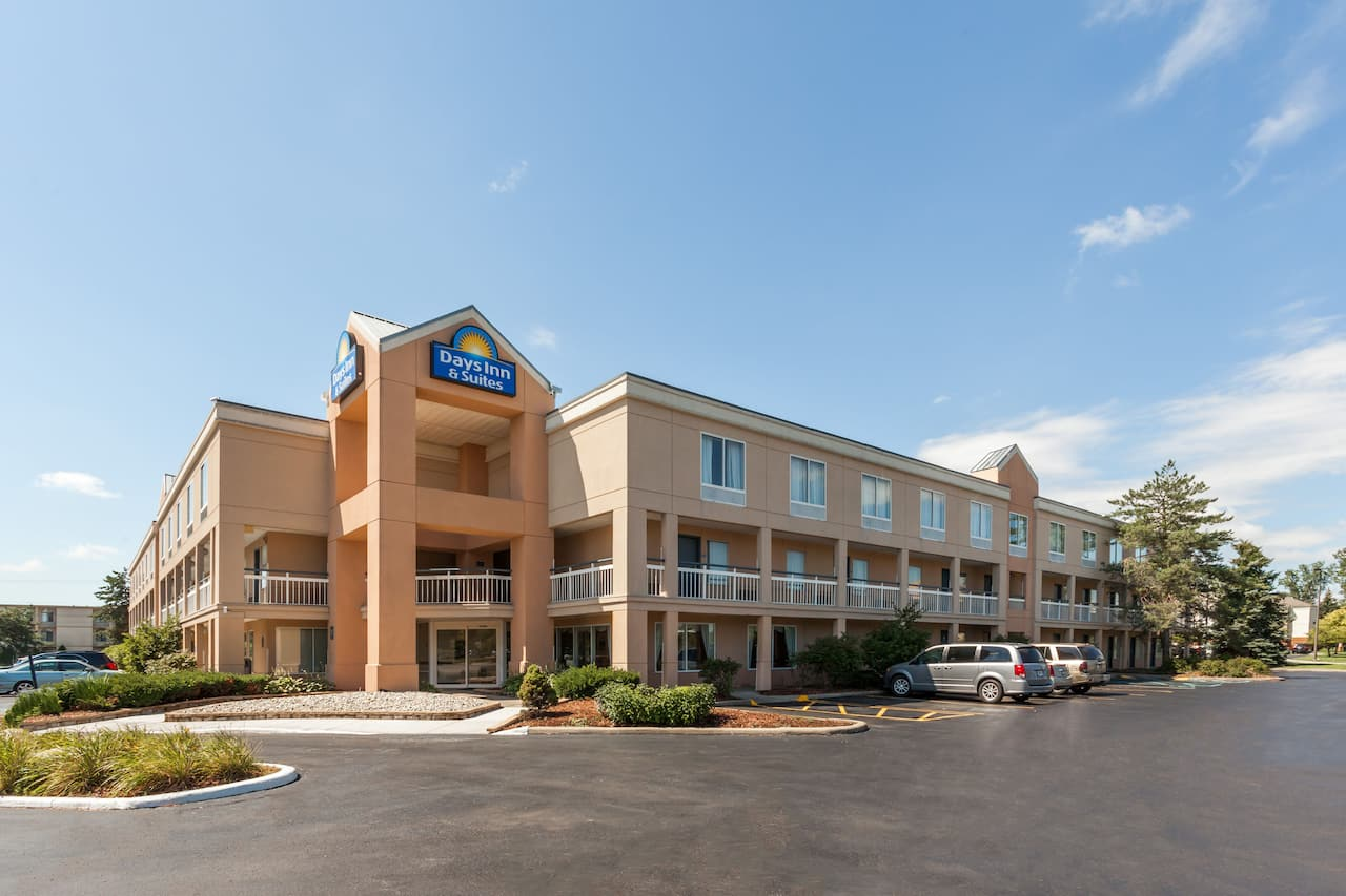 Days Inn & Suites Warren in Detroit, Michigan