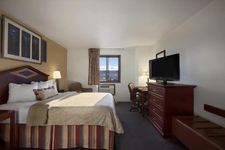 Days Inn Austin suite in Austin, Minnesota