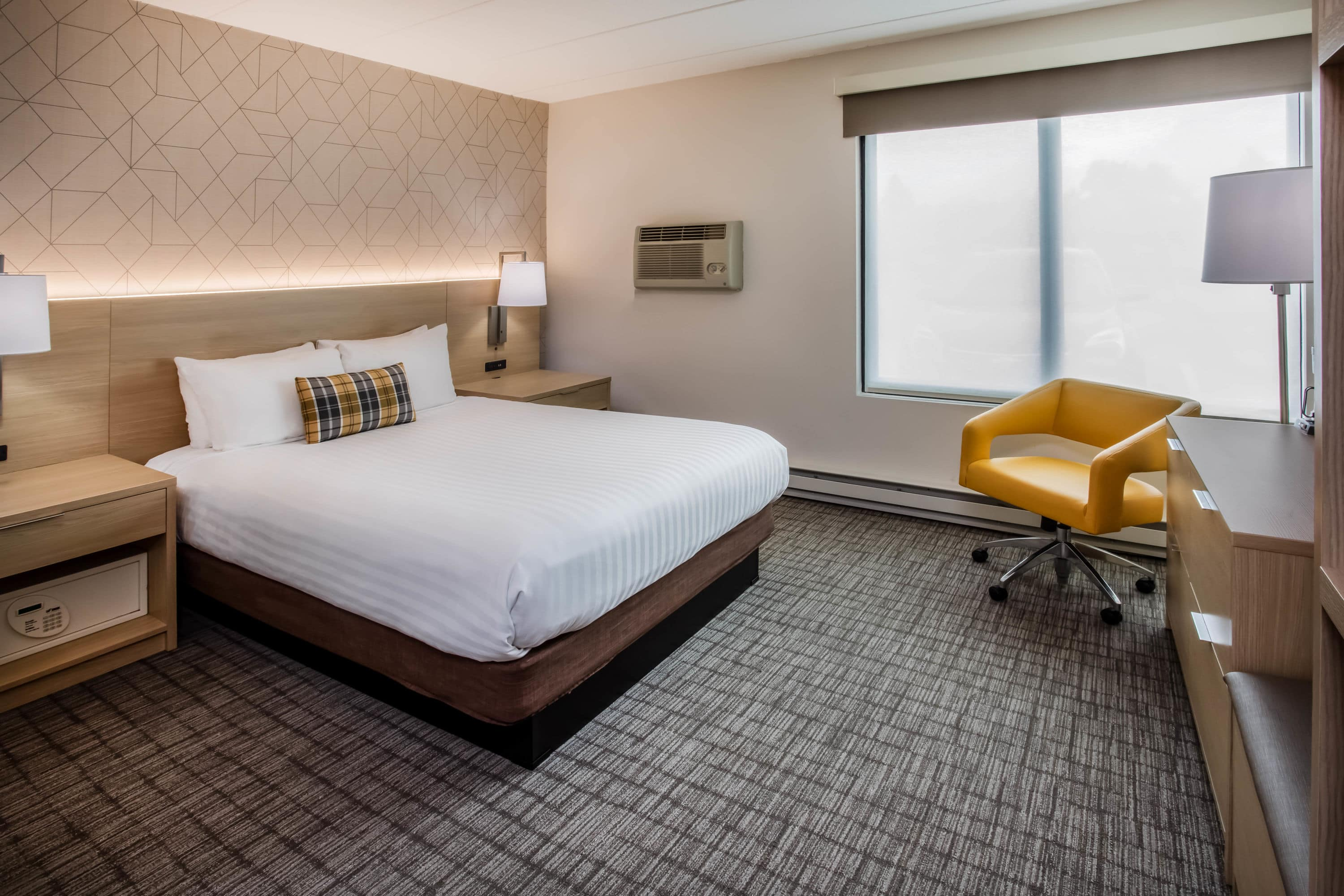 Guest room at the Days Inn Duluth/By Miller Hill Mall in Duluth, Minnesota