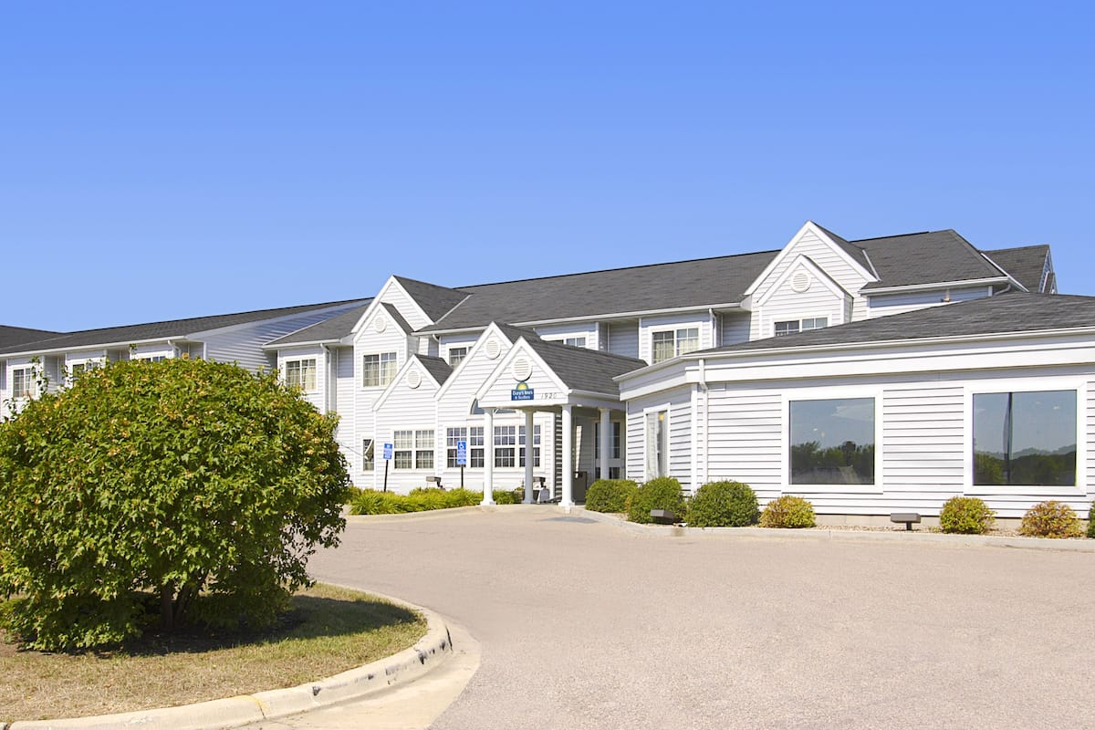 Days Inn Faribault | Faribault Hotels, MN 55021