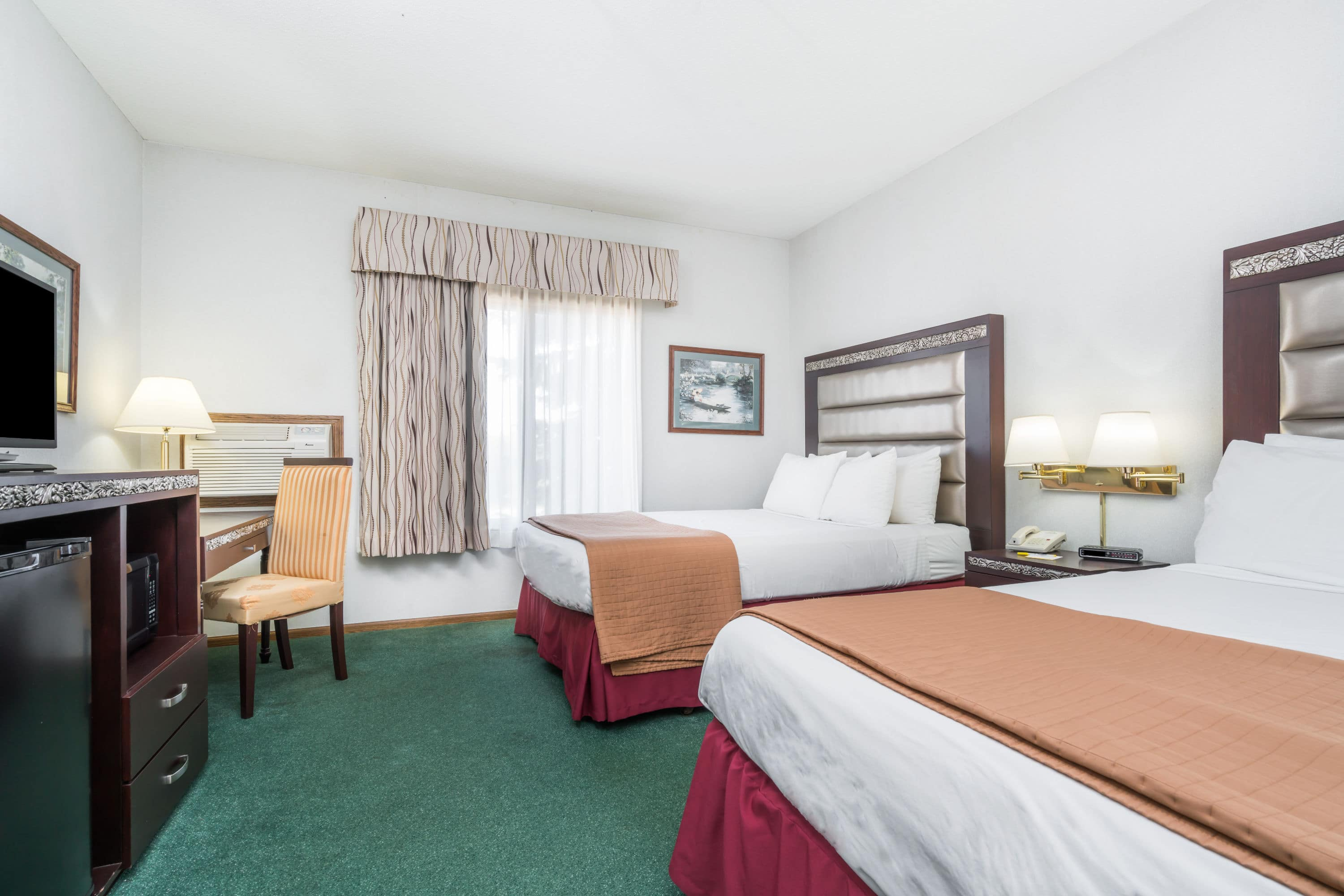 Guest room at the Days Inn Hutchinson in Hutchinson, Minnesota