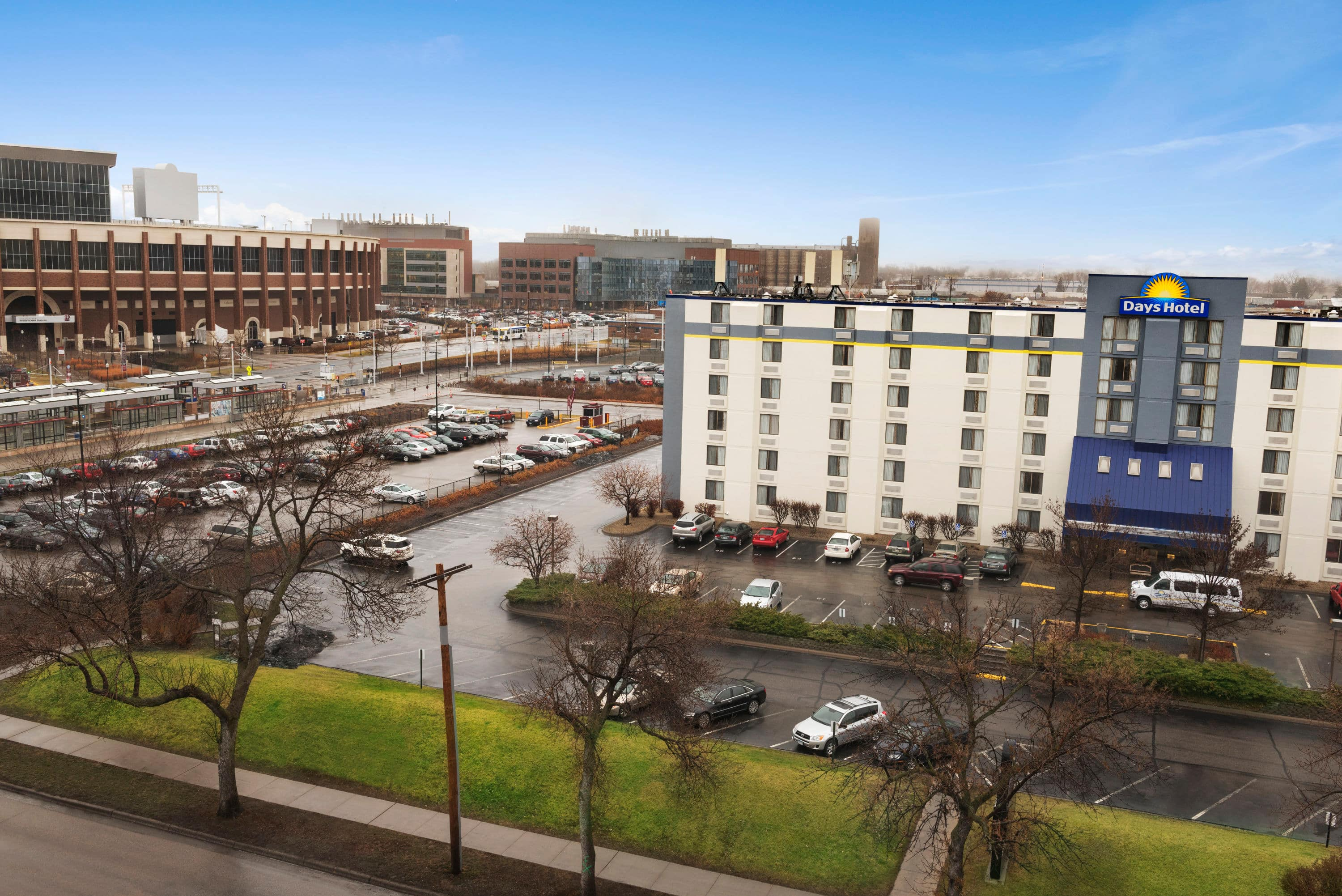 Perfect Exterior Of Days Hotel University Ave Se In Minneapolis Minnesota With Hotels Near Marshall Mn