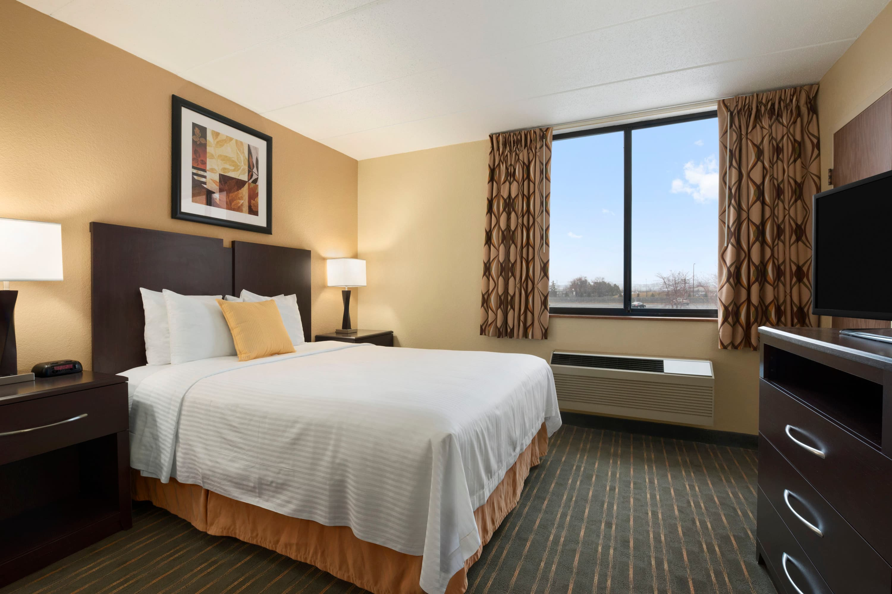 Guest room at the Days Hotel University Ave SE in Minneapolis, Minnesota