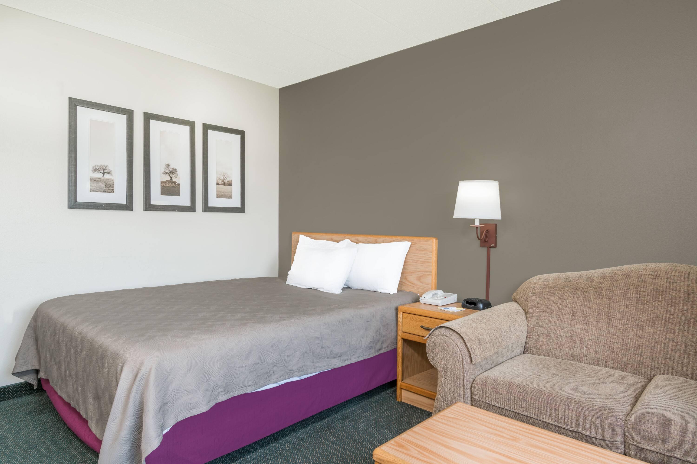 Guest room at the Days Inn Moose Lake in Moose Lake, Minnesota