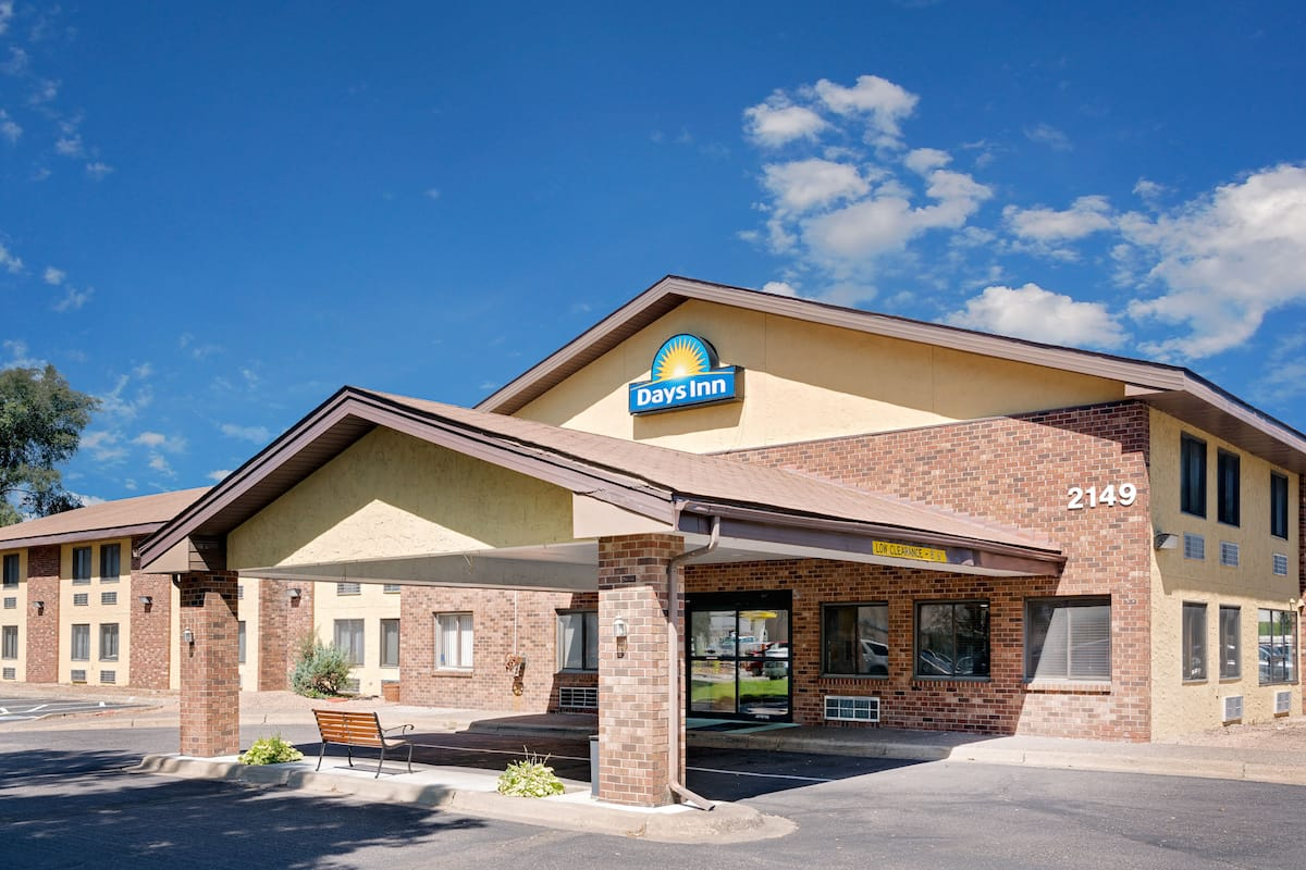 Exterior Of Days Inn By Wyndham Mounds View Twin Cities North Hotel In