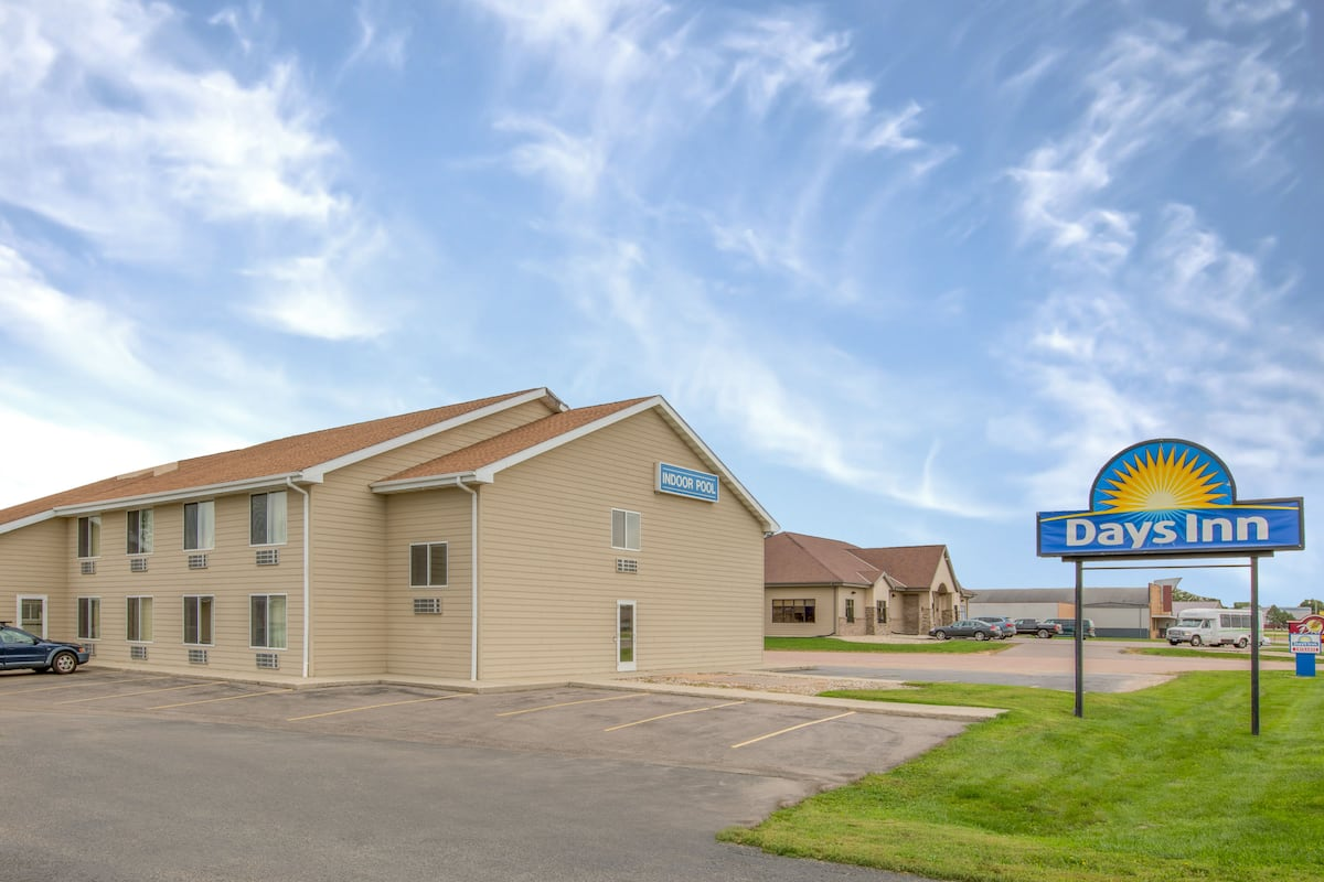 Exterior Of Days Inn By Wyndham Worthington Hotel In Minnesota