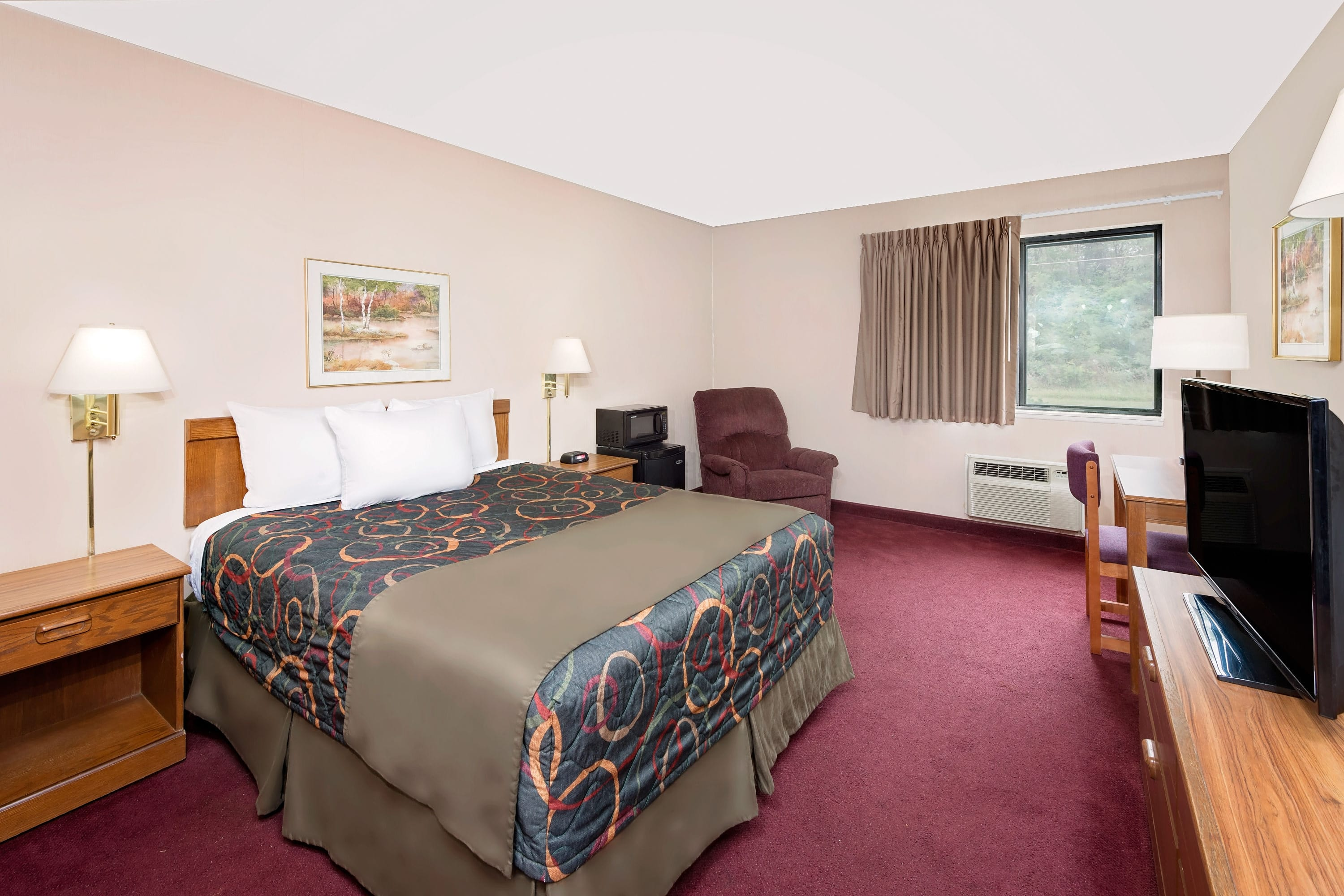 Guest room at the Days Inn Boonville in Boonville, Missouri