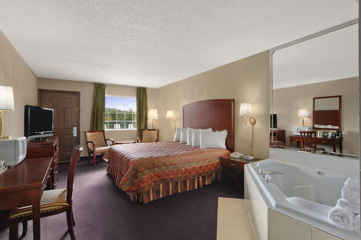 Days Inn Branson/Near the Strip suite in Branson, Missouri