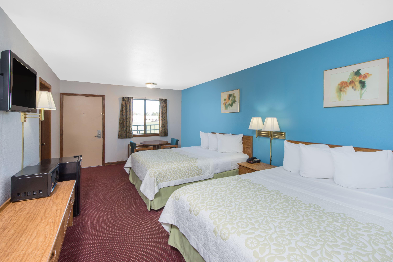 Guest room at the Days Inn Mountain Grove in Mountain Grove, Missouri