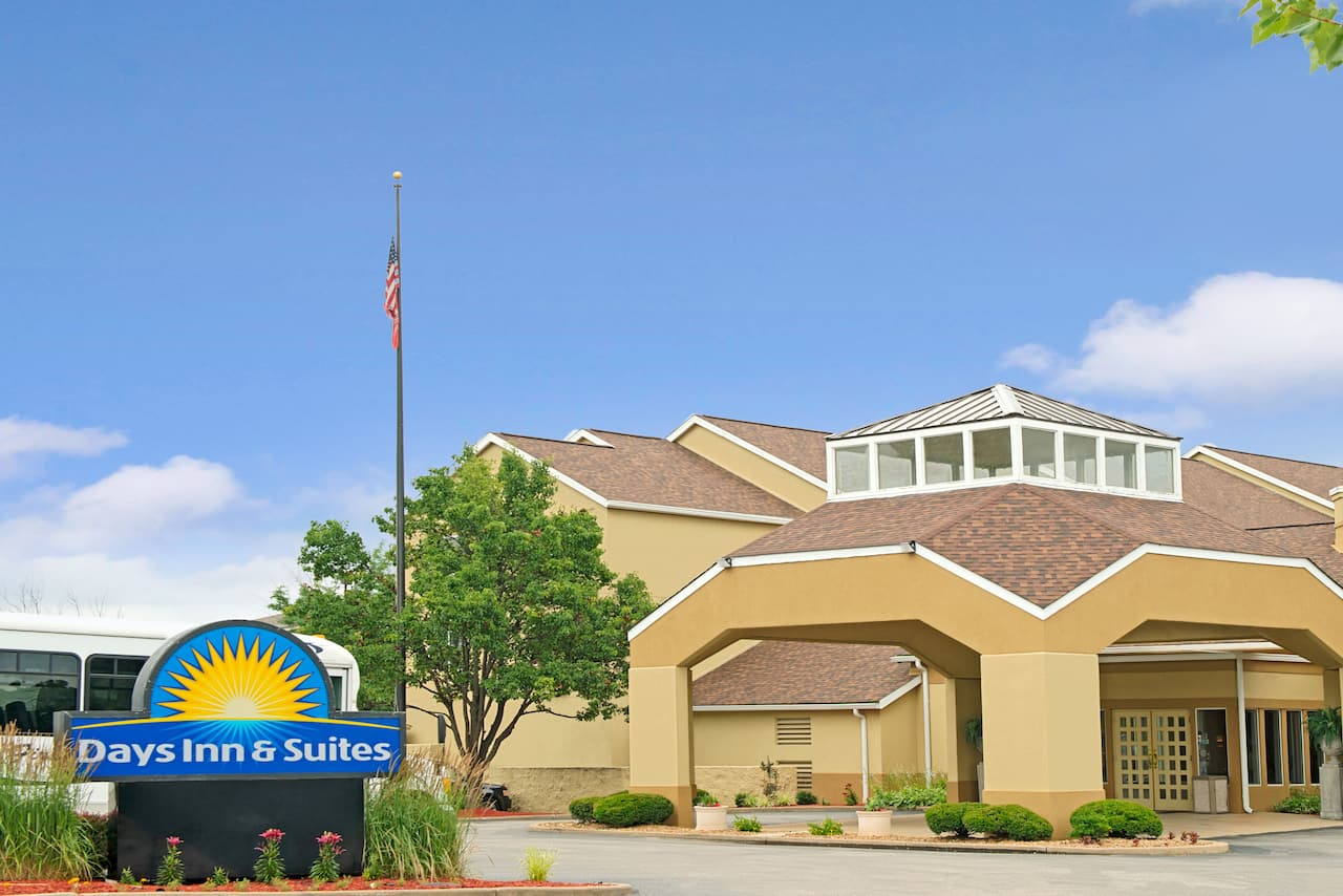 Days Inn - St. Louis/Westport MO in Earth City, Missouri