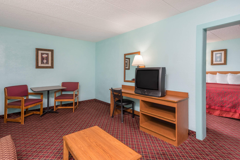 Days Inn & Suites Springfield on I-44 suite in Springfield, Missouri