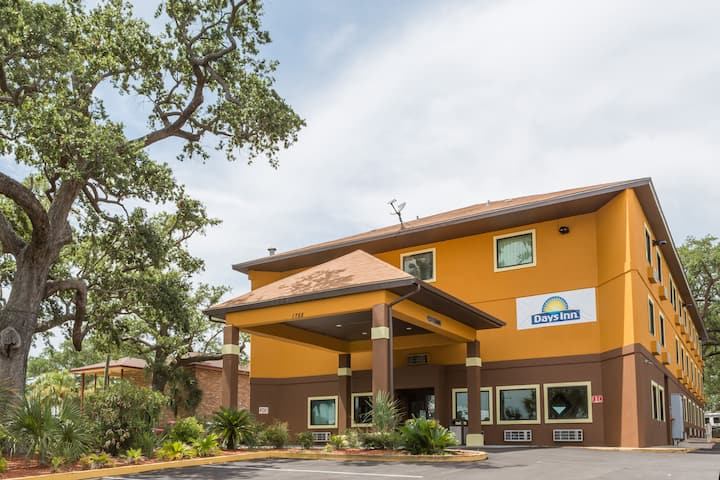 Days Inn By Wyndham Biloxi Beach Biloxi Ms Hotels