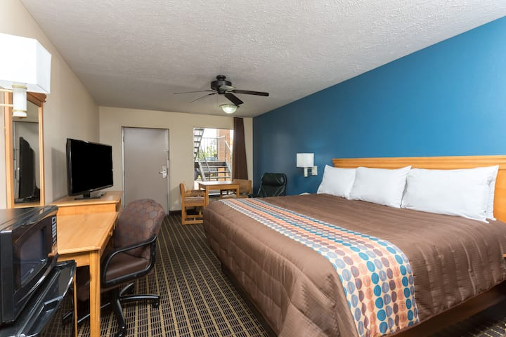 Guest room at the Days Inn Forest in Forest, Mississippi