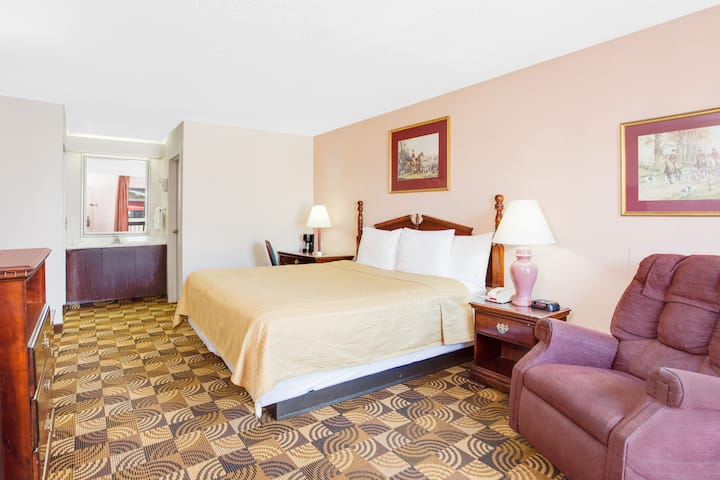 Guest room at the Days Inn Greenville MS in Greenville, Mississippi