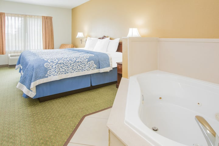 Guest room at the Days Inn Hattiesburg MS in Hattiesburg, Mississippi